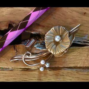 Gold pearl brooch 1960's Vintage